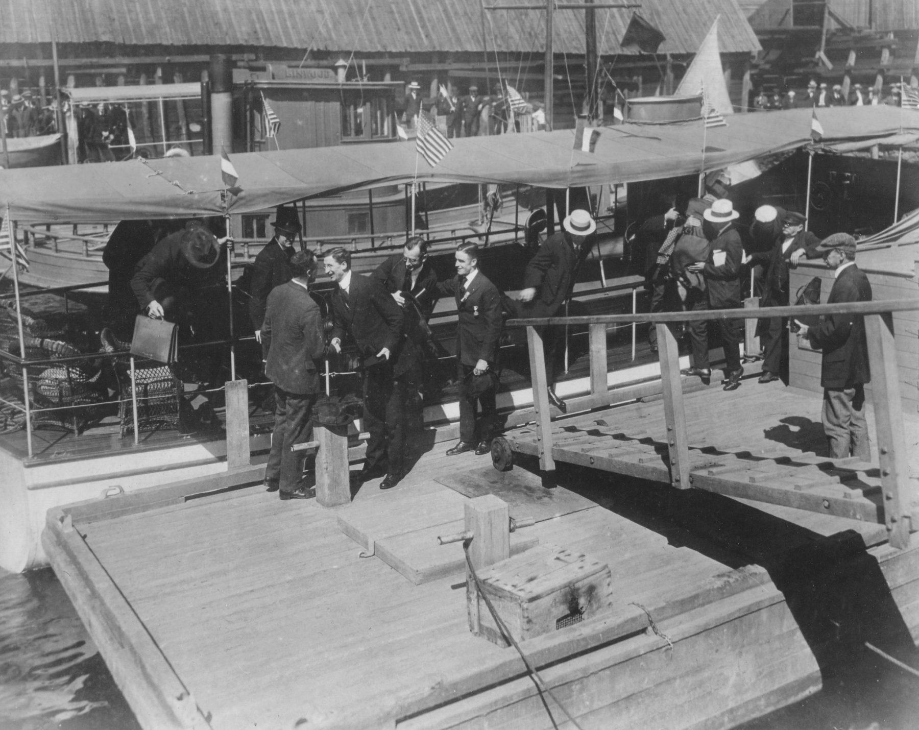 1919 – Eamon de ValeraGreeting James O'Brien at Newport Harbor